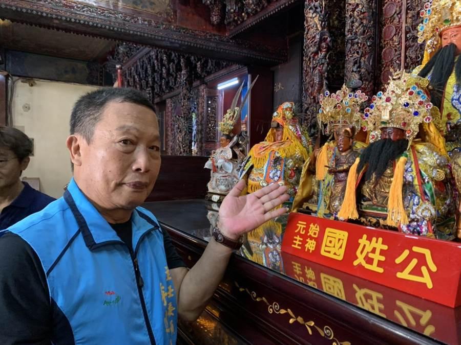 延平郡王廟主委李建興說「開基延平王神像」,科學檢測證實已百年(王志偉攝)