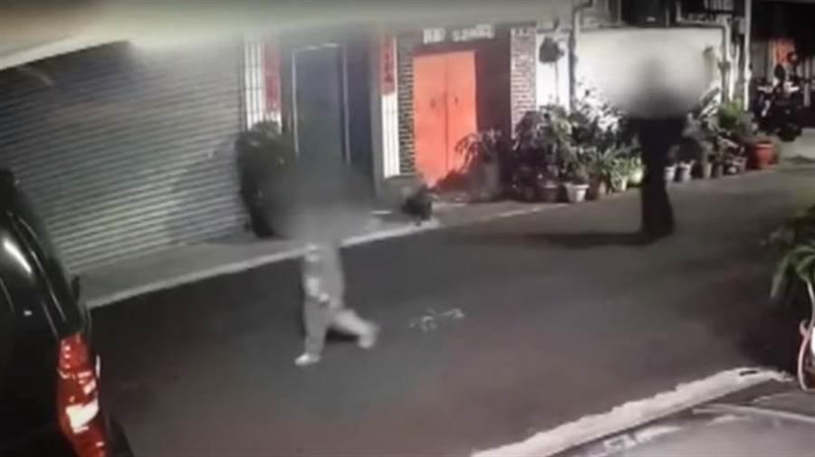 55歲陳姓遊覽車司機發現女童單獨外出,一路尾隨,並趁機抱到巷弄隱蔽處性侵得逞。(民眾提供/陳淑芬台中傳真)