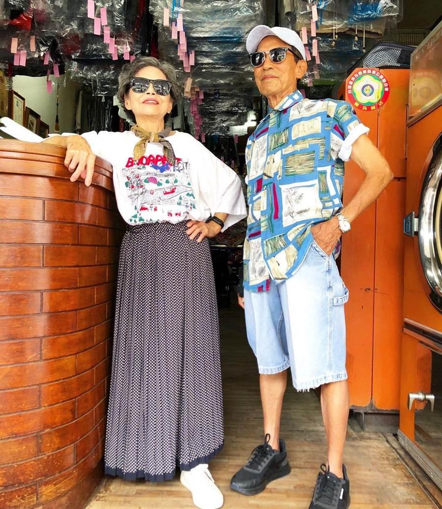 張瑞夫用客人遺棄的衣物幫爺爺奶奶穿搭時尚造型,以洗衣機和烘衣機為背景拍照,風格相當強烈。(張瑞夫提供/王文吉台中傳真)
