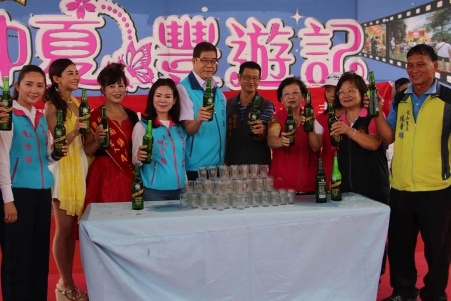 竹南鎮公所整合濱海景點,推動觀光文化季,規畫啤酒接力、牽罟補魚、衝浪等體驗,邀請遊客感受竹南的在地文化及夏日海岸風情。(何冠嫻攝)