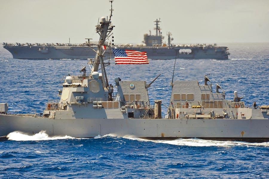 繼南海「雙航母」操演後,美參院通過《2021財年國防授權法》,邀台灣參加環太平洋軍演。圖為美軍艦在太平洋海域航行。(美聯社)