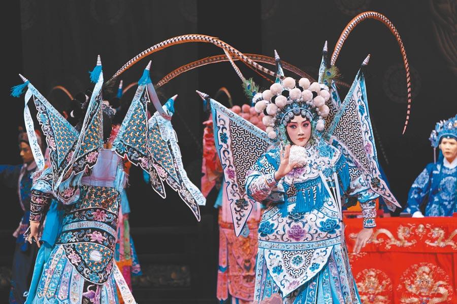 國光劇團藝術總監王安祈表示,《楊門女將》是台灣少見的戲碼,考驗演員人數與技巧。(國光劇團提供)