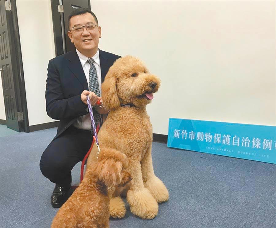 議長許修睿提出《新竹市動物保護自治條例》修正草案增列條文,要保障更多毛小孩的安全。(市議會提供/邱立雅竹市傳真)