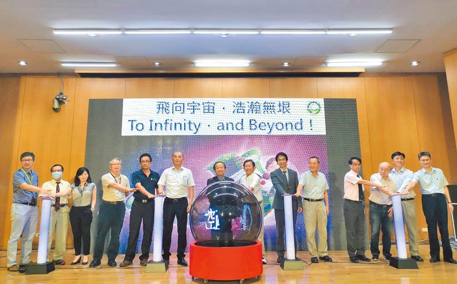 從航空邁向太空,南科太空產業產官學研聯盟24日成立。(劉秀芬攝)