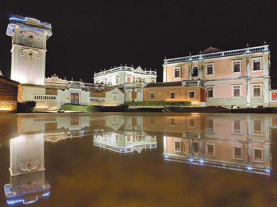 原為防禦海盜而建的金門得月樓在水面映出優雅風貌。(亞洲旅遊台提供)