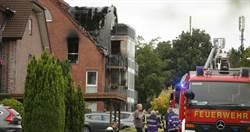 「空中交通意外」小飛機撞熱氣球 墜毀砸民宅釀大火…3人慘死