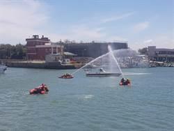 桃市消防水域演練 消防員展技能保護民眾安全