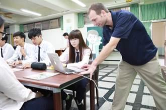 引導學生敢開口說英語 未來每年引進300位外師