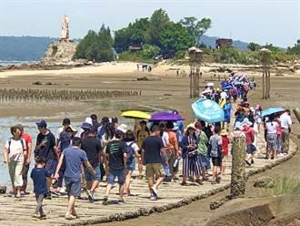 金門版「摩西分海」 建功嶼遊客大爆發
