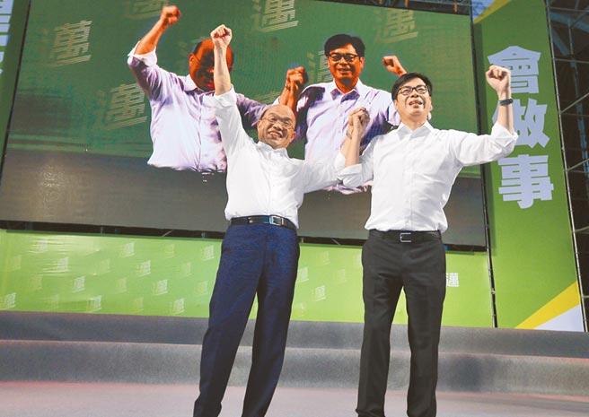 高雄市长补选民进党候选人陈其迈25日与行政院长苏贞昌连线合体,力求拉高投票率。(刘宥廷摄)