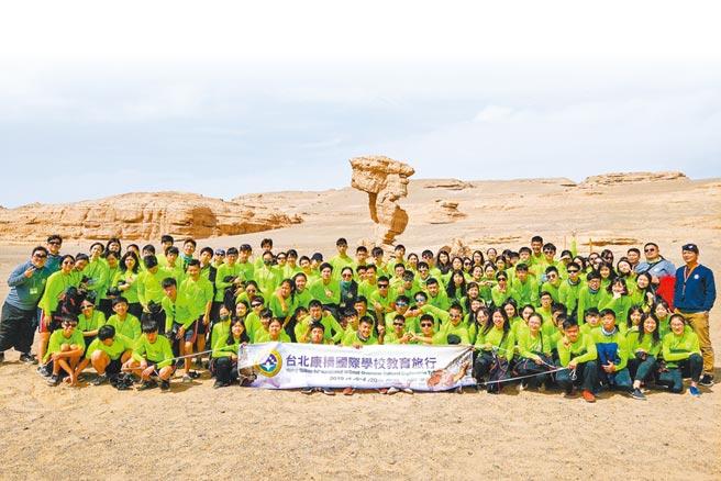 康橋國際學校強調多元體驗學習,師生第一次體驗沙漠文化,紛紛大呼經驗超難得。(康橋國際學校提供/葉書宏新北傳真)