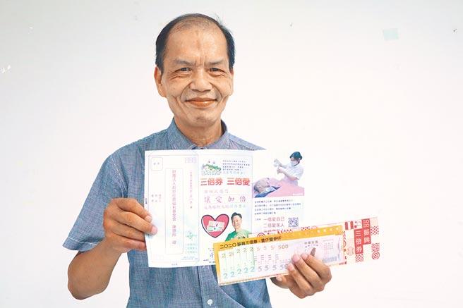 61岁的吴其昌,因年轻时虚度光阴,晚年才惊觉愧对老父母,因此将这份愧疚,化为助人的动力,加入创世基金会担任义工,誓言要做全新的自己。(李宜杰摄)