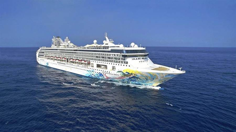 星夢郵輪「探索夢號」的「郵輪跳島遊」今(26)日首航,成為全球第一艘復航郵輪。(圖/星夢郵輪提供)
