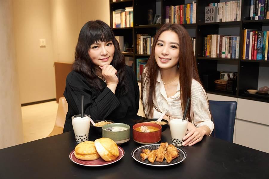 田馥甄(右)與唐綺陽逗趣對談。(何樂音樂提供)