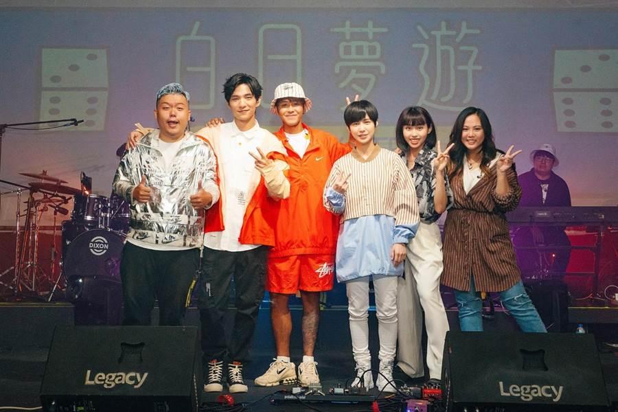 白日夢遊大合照,由右至左:魚乾、李芷婷、魏嘉瑩、鼓鼓、黃奕儒、小納豆。(相映國際提供)