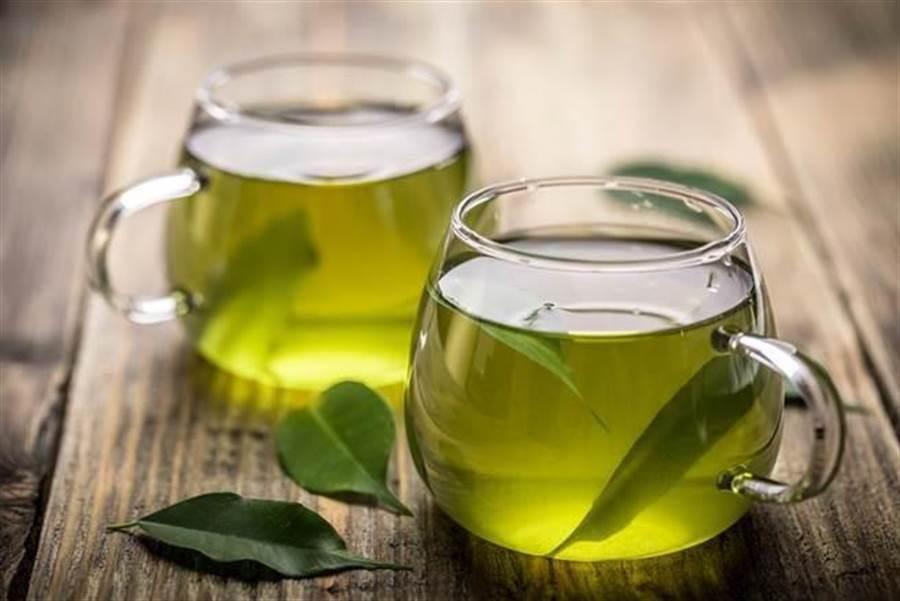 美國研究發現,每周至少喝3次綠茶的人,在未來7年之內罹患心臟病或中風的可能性比較小。(圖/達志影像)