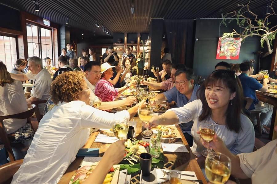 台三線浪漫行 25國駐台大使代表「憩桃趣」。(秘書處提供/呂筱蟬桃園傳真)
