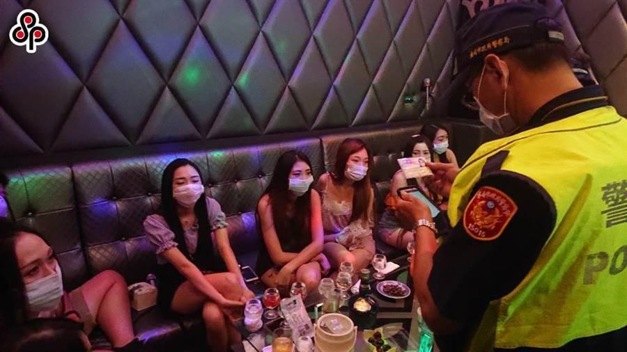 日本風俗業近期因親乳頭的服務再度爆發疫情,專家建議八大業者應加強員工的身體清潔防範。(本報資料照)