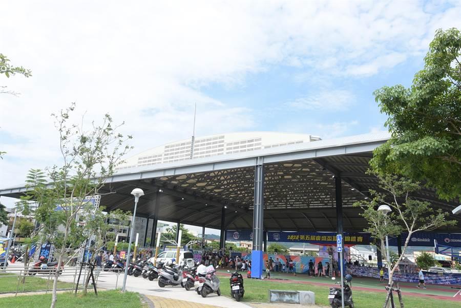 員林市晴雨球場公園落成啟用。(吳敏菁攝)