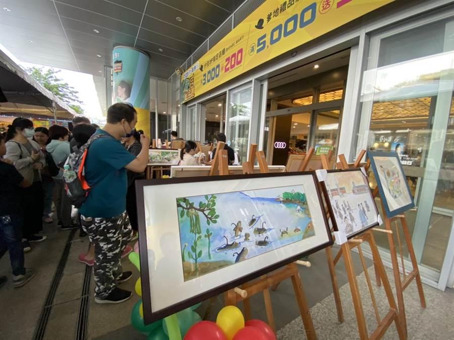 活動移師南紡購物中心舉行,現場也展示繪本插畫作品。(曹婷婷攝)