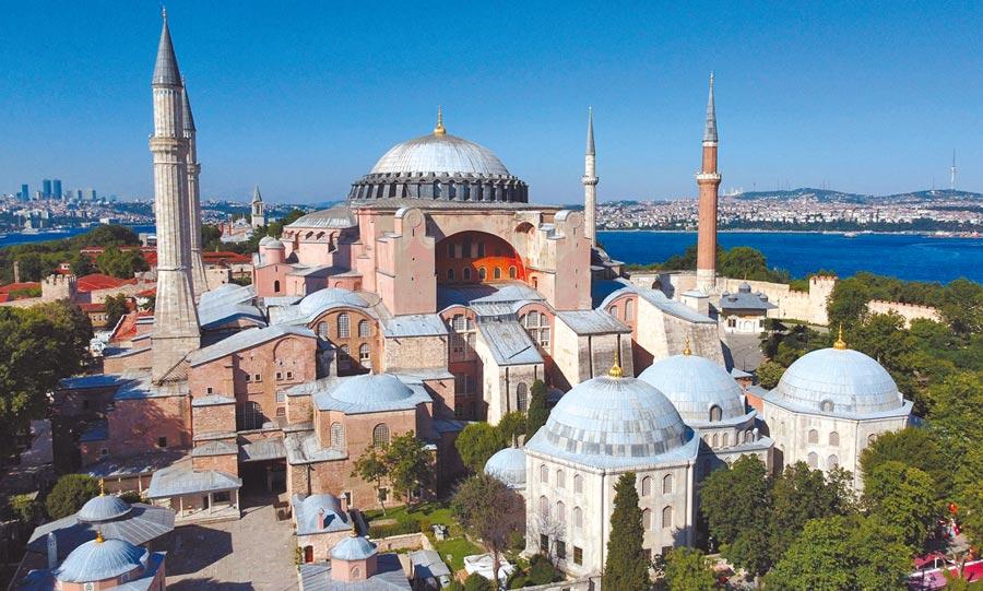 聖索菲亞博物館,是土耳其第一大城伊斯坦堡的重量級觀光景點。(美聯社)