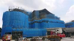 濃煙驚人!慈濟新建大樓焊接火苗點燃保麗龍 工人迅速滅火