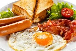 雞蛋不能跟熱狗一起吃?營養師揭:真正致癌的是它