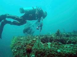 清除海底覆網 2天清出12公斤垃圾