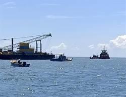 雲林離岸風機施工 漁船與施工船對峙