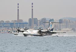 陸製水陸兩棲飛機 鯤龍海上首飛