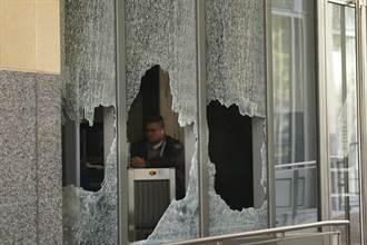 加州奥克兰抗争者砸窗并焚烧法院