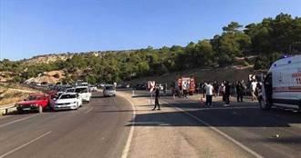 土耳其載運士兵巴士翻覆 釀6死10重傷