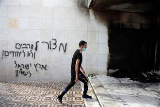 約旦河西岸清真寺遭縱火 巴勒斯坦人譴責以色列定居者