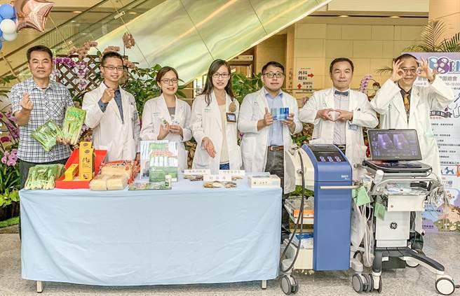 中医大新竹附设医院8月6日举办守护爸爸健康园游会将设7项检测摊位,县农会,县农会也会设摊展售在地农特产品。(罗浚滨摄)