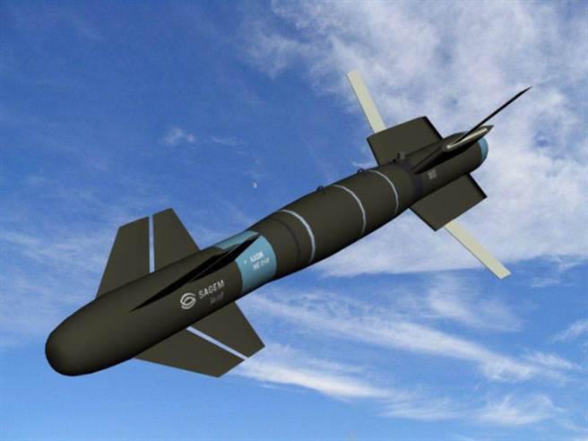鐵鎚飛彈的彈翼可伸長,延伸滑翔飛行能力。(圖/印度空軍)