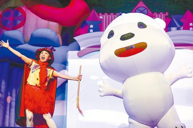 響應地球日50周年「氣候行動」主題,環保署攜手知名「如果兒童劇團」,26日首演「四季奇幻之旅」親子舞台劇。(鄧博仁攝)