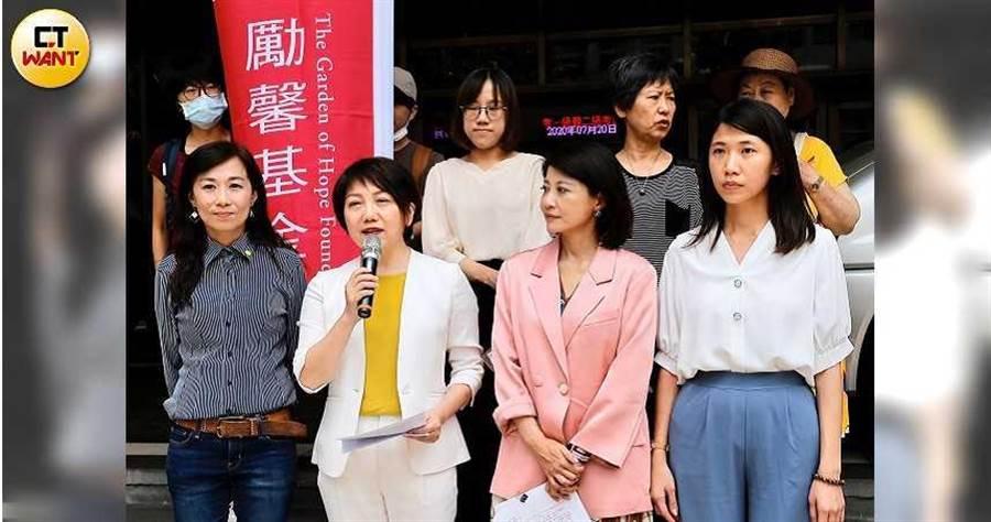 范雲控告藍委陳雪生臨時會處理監院人事案時「用肚子頂他」意圖對她性騷擾,受到矚目。(圖/黃耀徵攝)