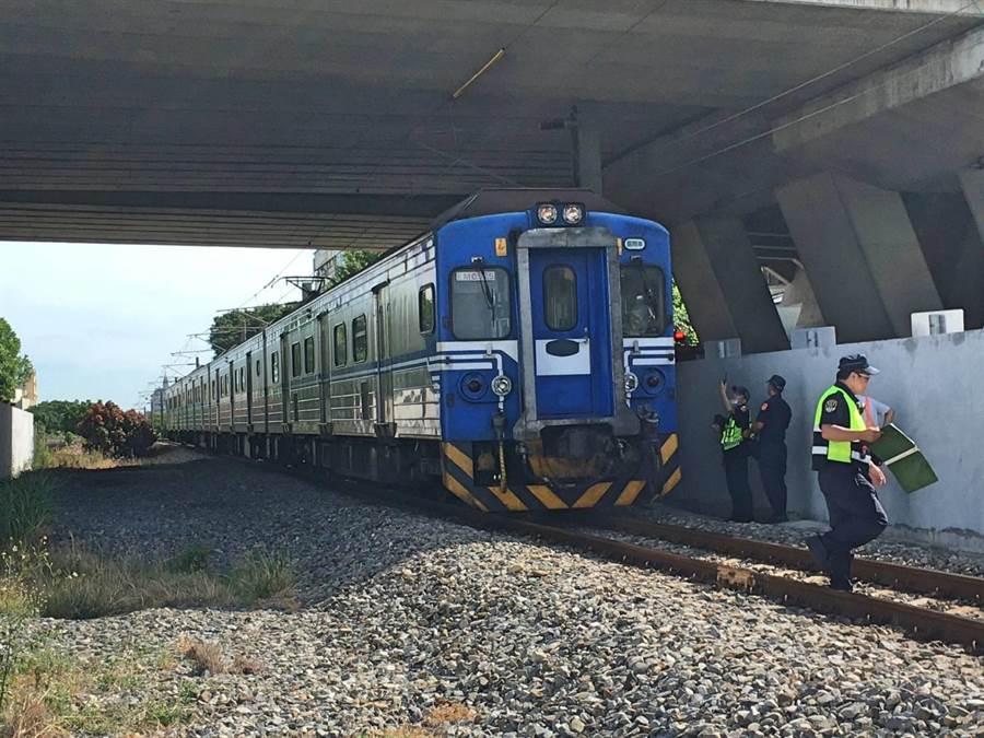 闖台鐵軌道遭撞身亡,影響950人。(台鐵局提供)