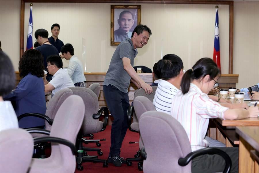 國民黨立院黨團總召林為洲(中)主持黨團大會。(黃世麒攝)