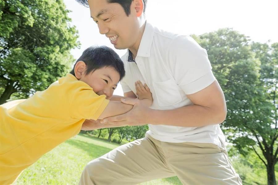 全球人壽建議爸爸的三階段投保術。圖/業者提供