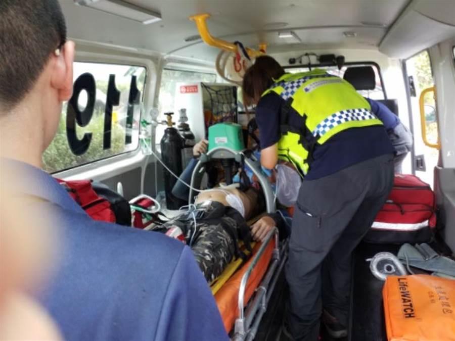 警消人員抵達現場時,黃男已無意識,隨即將黃男送往花蓮門諾醫院急救。(花蓮縣消防局提供/羅亦晽花蓮傳真)