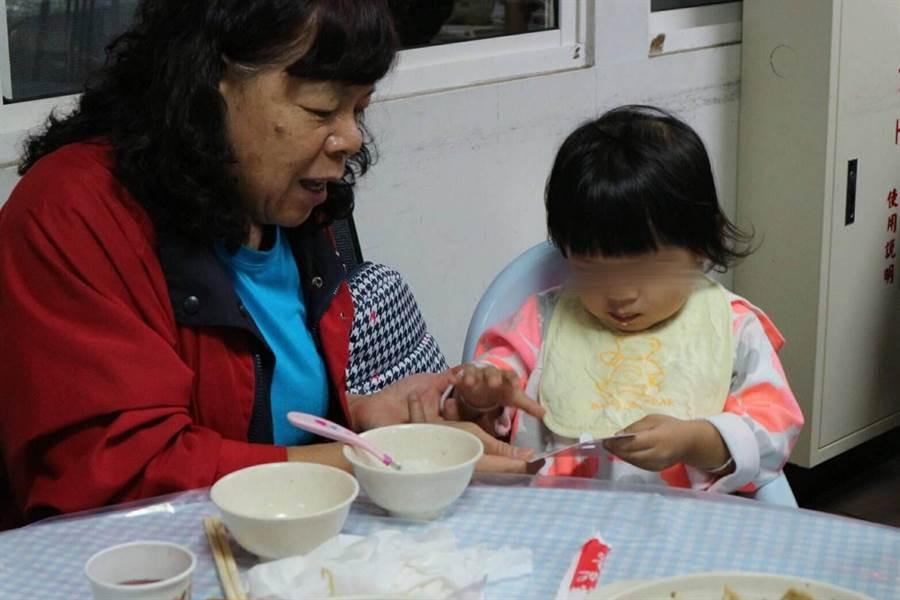 為了讓孩子在不幸面臨家庭巨變或遭家庭暴力時能有新的避風港,新竹市政府特別與家扶中心共同招募寄養家庭。(陳育賢攝)