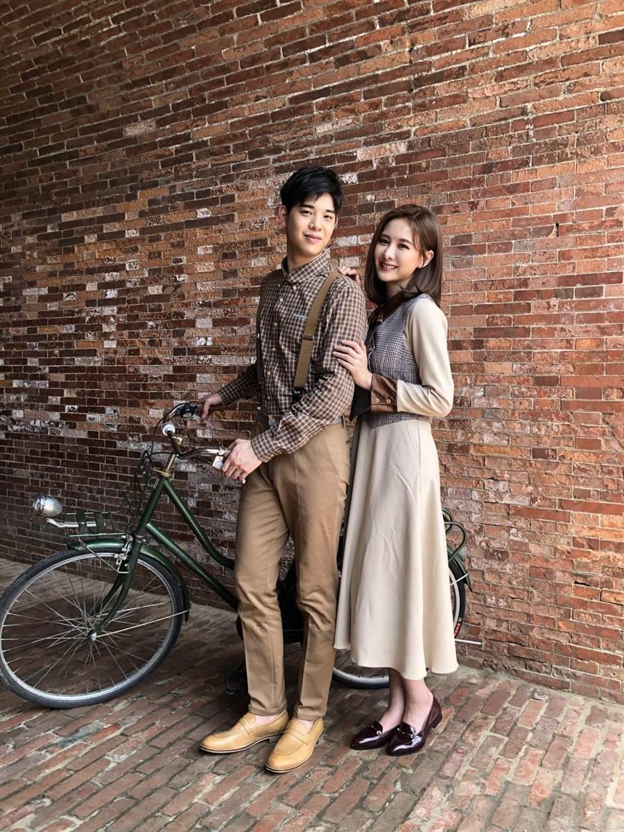 安心亞在廣告中飾演60年代世家小姐,與熱愛攝影的男主角簡伯廷在安平的愛情故事。(環球音樂提供)