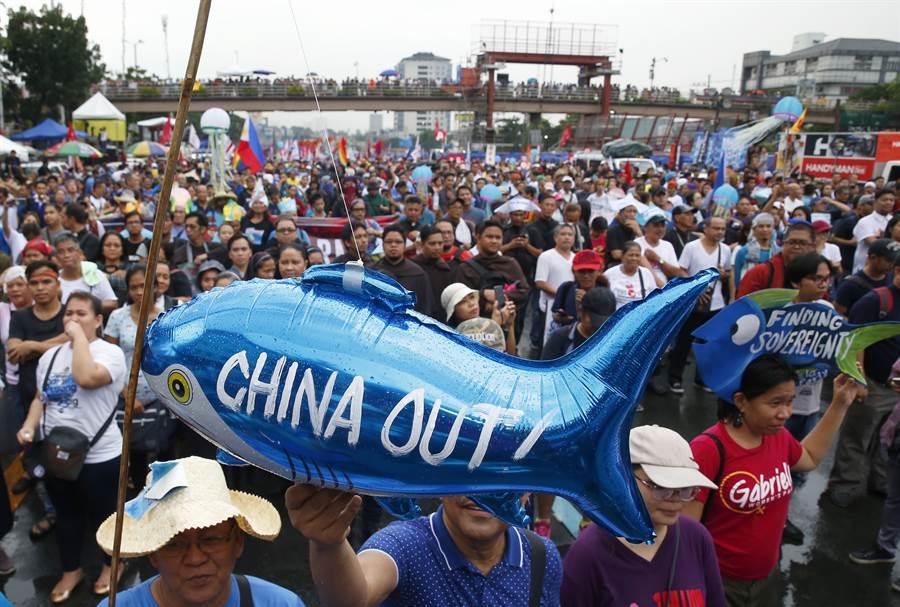 菲律賓民眾對大陸的信任度已跌至杜特蒂執政以來最低點,主要原因還是南海爭議。(圖/美聯社)