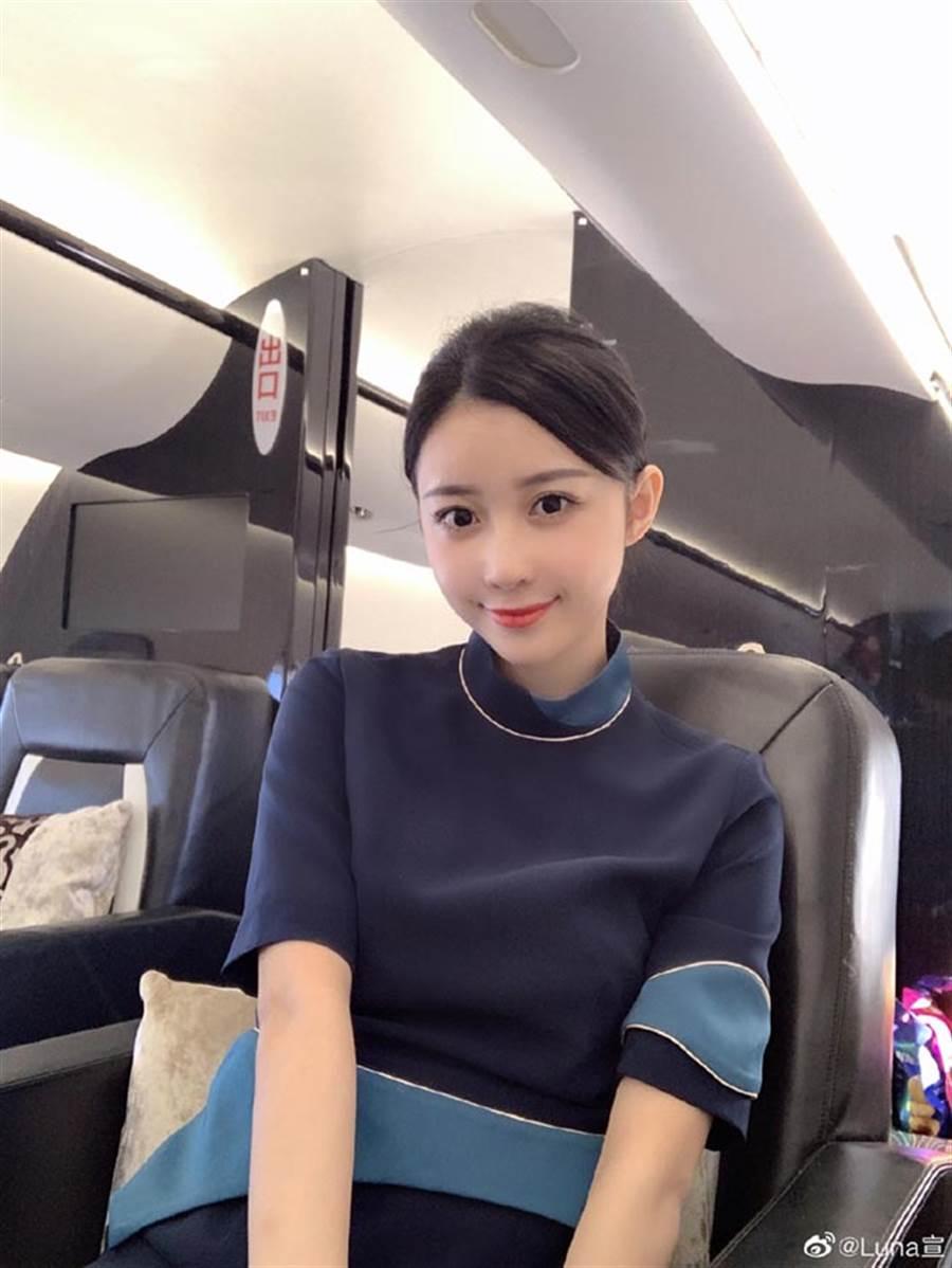 潘玮柏娇妻Luna比他小14岁,有「最美空姐」美称。(翻摄自Luna宣云微博)