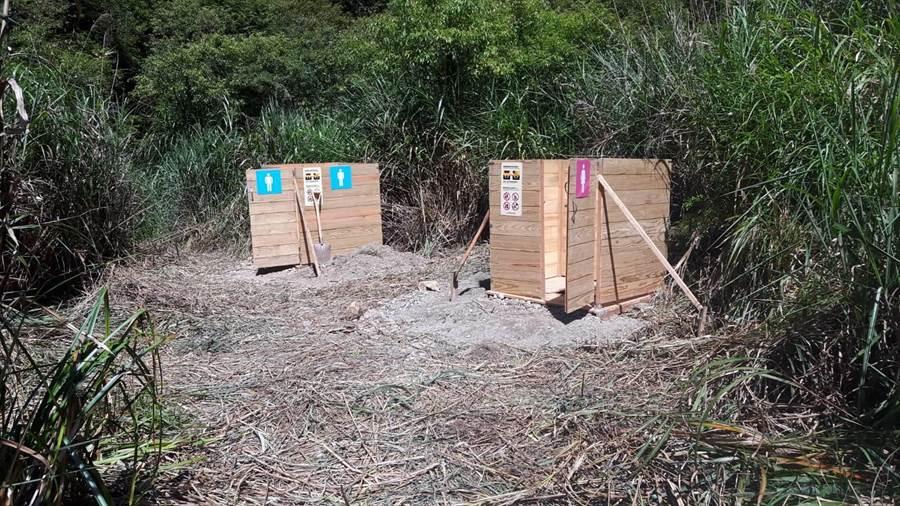 林務局嘉義林區管理處在塔山、石猴車站旁,搭建男、女大型貓坑。(林務局嘉義林區管理處提供/張毓翎嘉義傳真)