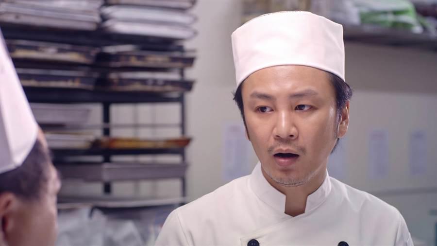 张书伟饰演耿直的糕饼师父,受到许多观众的喜爱。(公视提供)