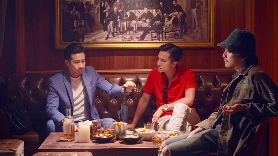 下集锺欣凌的三个儿子Darren、王少伟、杨铭威捲土重来进行秘密计划,讨论如何夺取妈妈身上的钱。(公视提供)