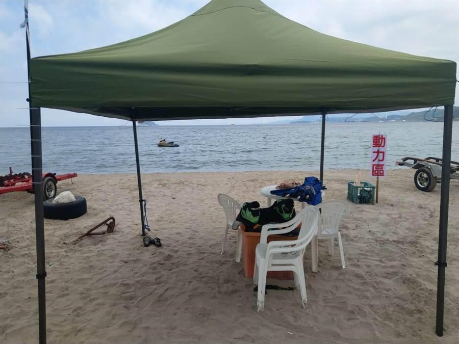萬里石角沙灘被業者整理成水上樂園,是否占用,國產署還要釐清。(許家寧攝)