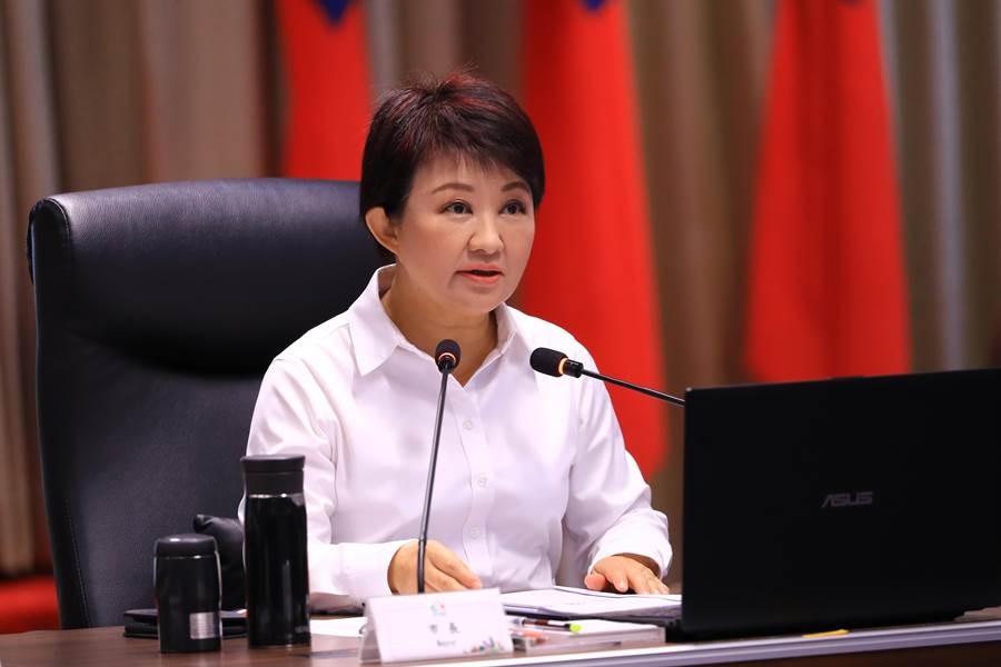 台中市長盧秀燕預告,明天可能會坐輪椅主持市政會議。(盧金足攝)